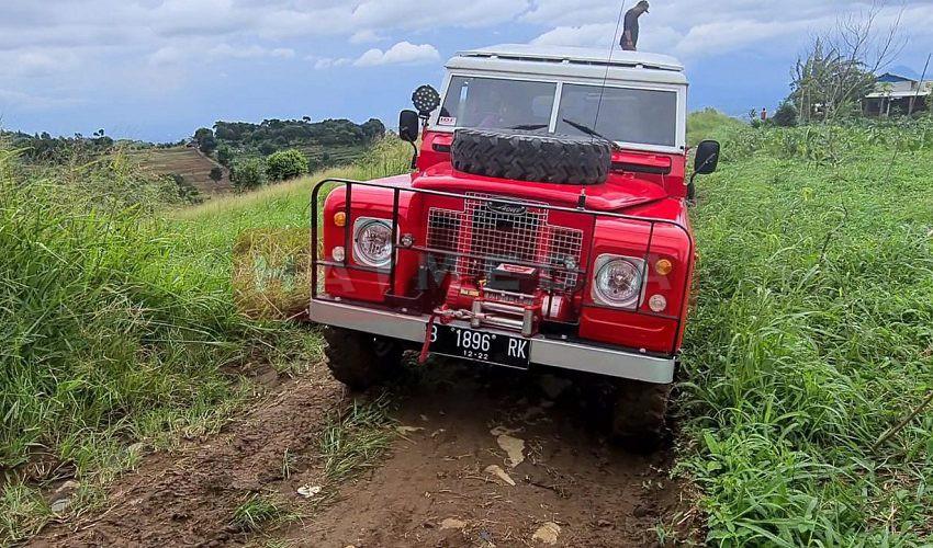 Land Rover series 2A Ini Masih Tangguh Offroad Meski Terbengkalai Selama 6 Tahun