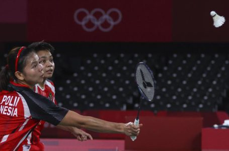 Greysia Polii dan Apriyani Rahayu saat tampil di semifinal badminton Olimpiade Tokyo | Foto: Reuters