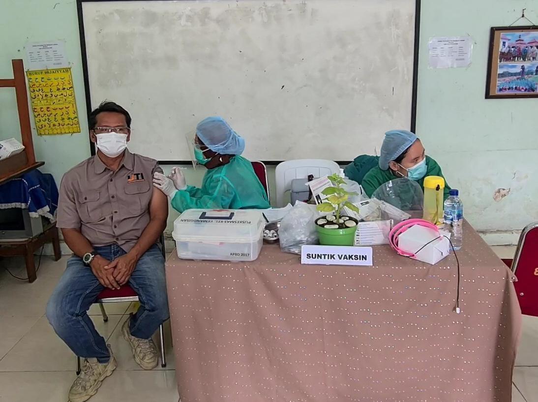 Kegiatan vaksinasi massal di RW 02, Kelurahan Kemanggisan, Kec. Pal Merah, Jakarta Barat, Kamis (2/9/21).