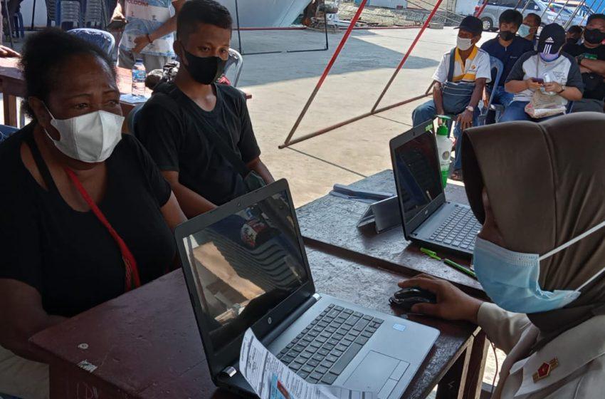 Satgas TNI AL-IPDN Genjot Sebaran Vaksin di Klaster PON XX Papua