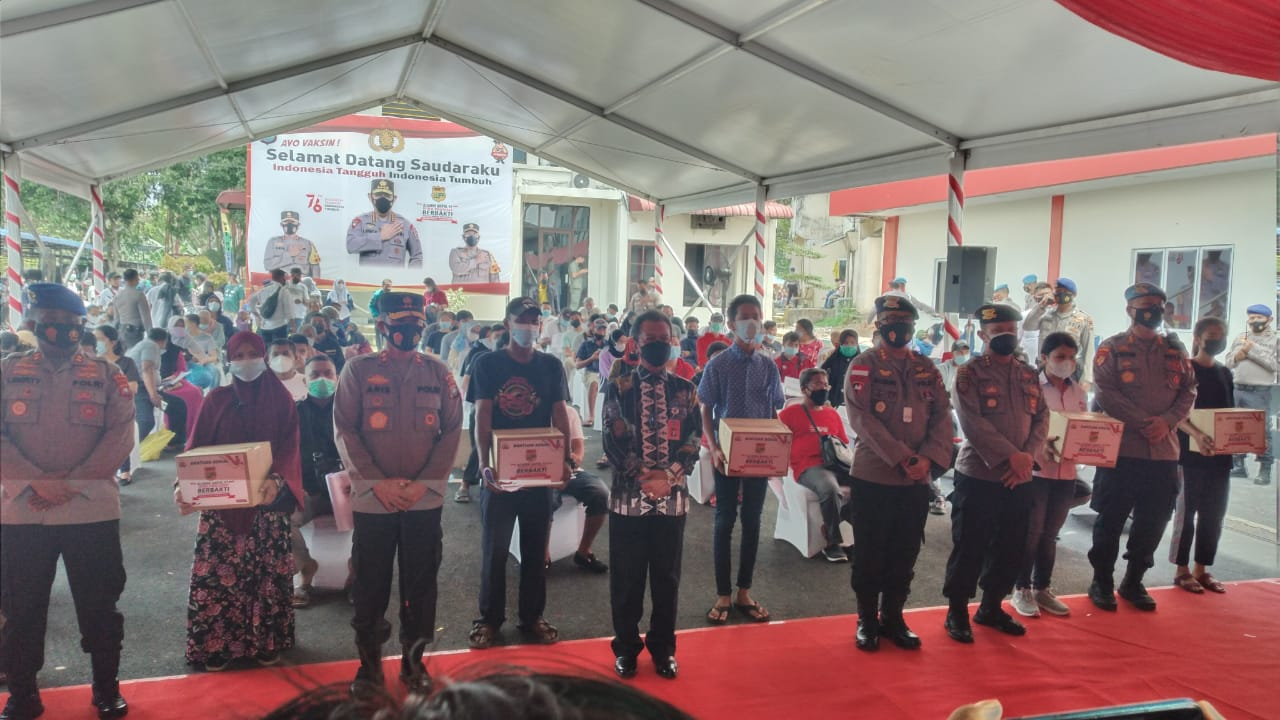 Baksos Alumni Akpol 1997/WP, Kapolda Kepri Cek Pelaksanaan Vaksinasi Massal di Ditpolairud Polda Kepri