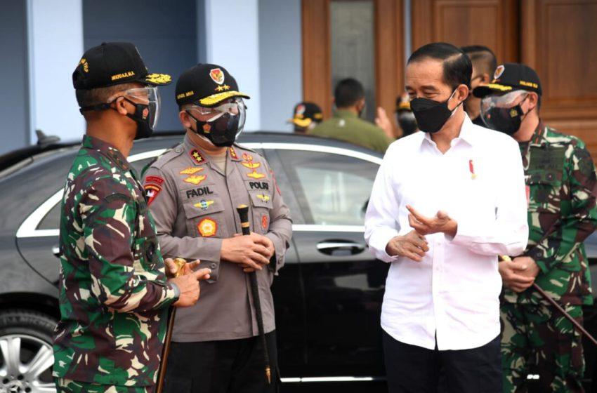 Presiden Joko Widodo bertolak menuju Provinsi Lampung untuk melakukan kunjungan kerja dari Pangkalan TNI AU Halim Perdanakusuma, Jakarta, pada Kamis, 2 September 2021. Foto: BPMI Setpres/Lukas